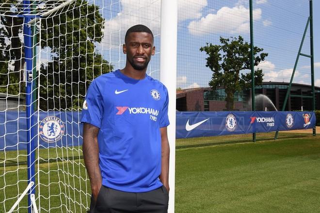 Chelsea përforcon mbrojtjen