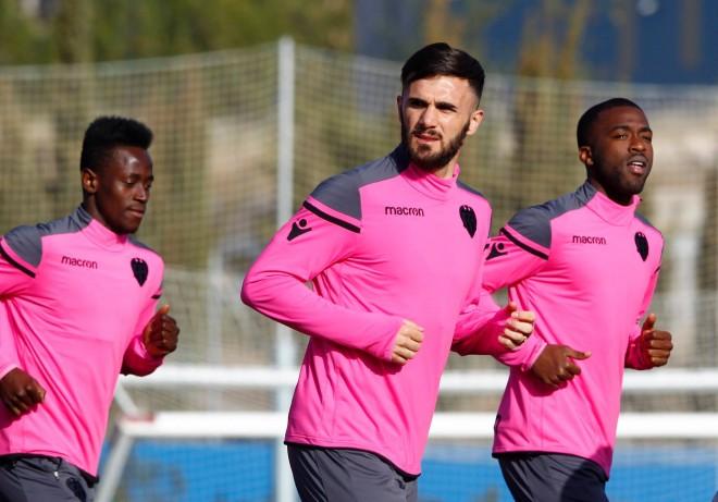 Armando Sadiku fillon stërvitjet te Levante