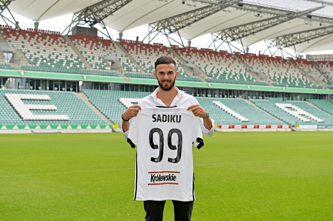 Legia prezenton Armando Sadikun