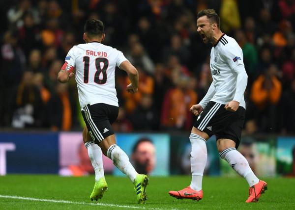 Benfica merr avantazhin në Stamboll