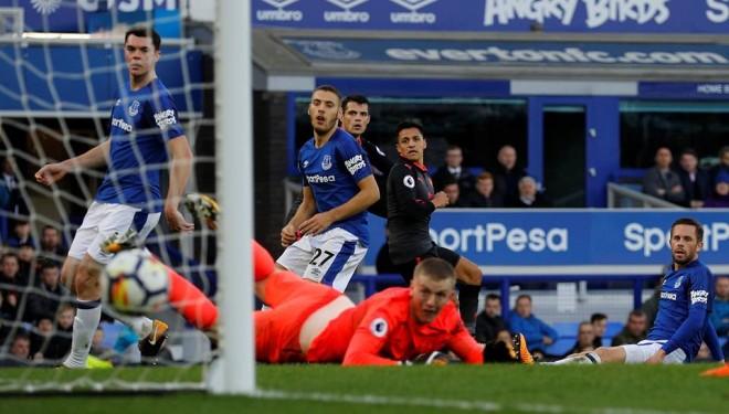 Ozil me gol e asist, Arsenal fut në krizë Evertonin