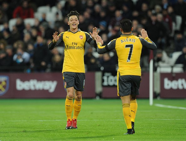 Mustafi asiston, Sanchez shkëlqen, Arsenali ngjitet