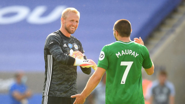 Schmeichel mbron penallti për të shpëtuar Leicesterin