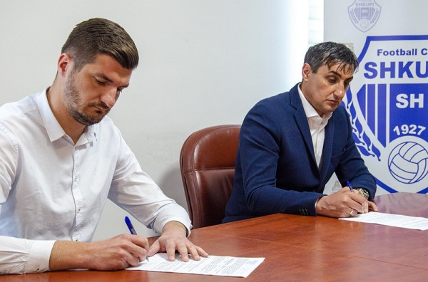 Shkupi zyrtarizon trajnerin e ri