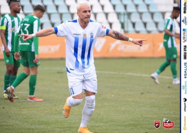 Futbollisti i kombëtares shënon golin e parë, ekipi fiton