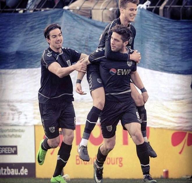 Andis Shala i lumtur me golat, i falenderon bashkëlojtarët