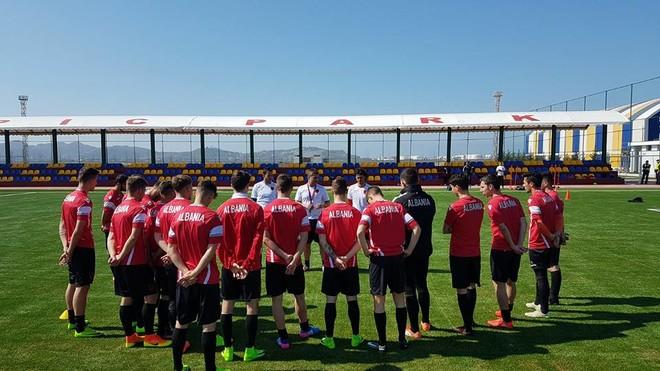 Stërvitje taktike për 'shpresat' e Shqipërisë