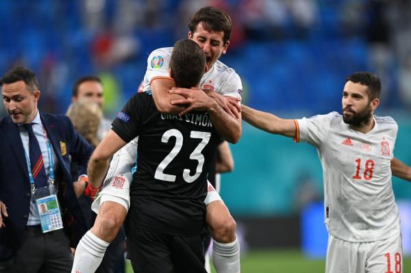 Penalltitë çojnë Spanjën në gjysmëfinale