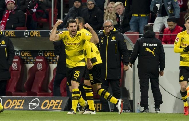 Greku i Dortmundit, para Arsenalit