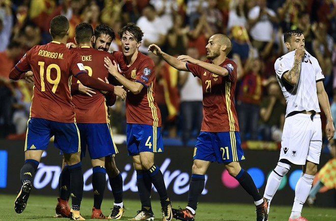 Spanja kualifikohet duke mposhtur Shqipërinë