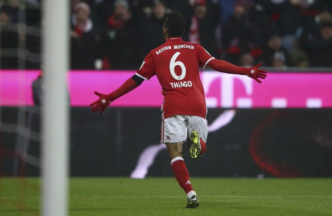 Bayerni tregon forcën, pushon si lider