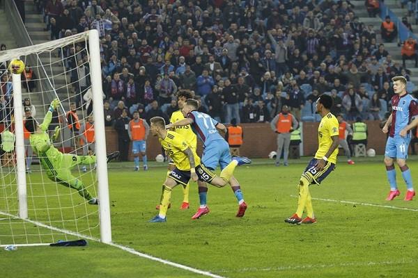 Trabzon prish serinë e Fenerit, duke e mposhtur në derbi