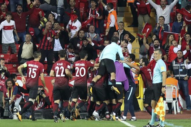 Fitorja e Turqisë ndaj Kroacisë, e bën të paqartë grupin
