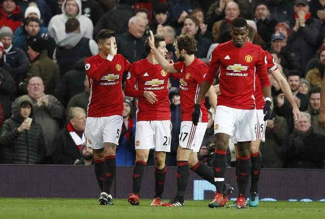 4 radhazi, United në formë