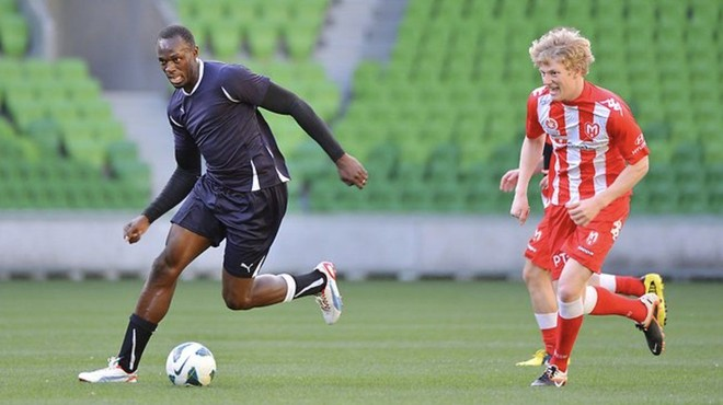 Usain Bolt fillon stërvitjet me Dortmundin