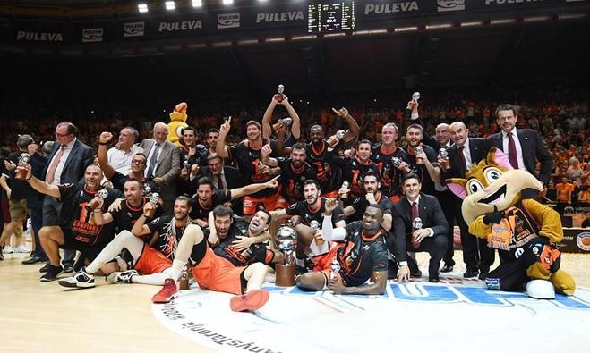 Valencia historike, befason Realin dhe shpallet kampion