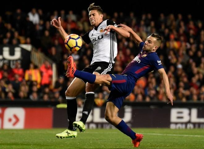 Barcelona ndalet në 'Mestalla', ngushtohet diferenca