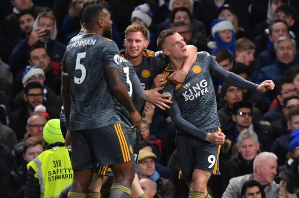 Vardy shpëton trajnerin, Chelsea ia bën sefte në shtëpi
