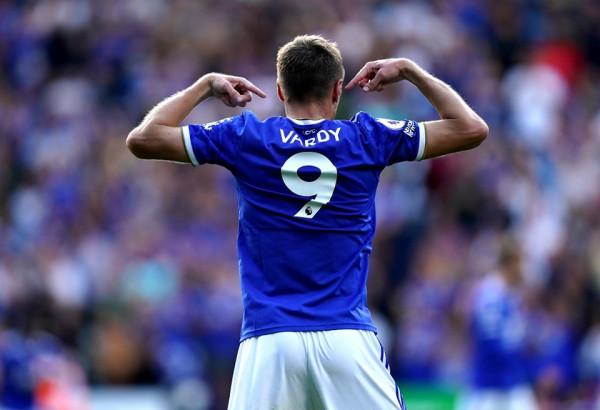 Leicester prish serinë rekorde të Unitedit