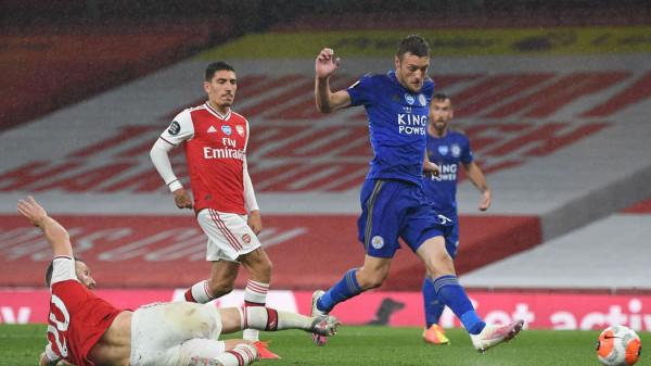 Vardy shpëton pikën e Leicesterit ndaj Arsenalit me 10 lojtarë