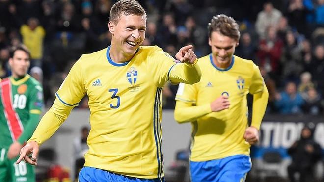 United pranë qendërmbrojtësit suedez