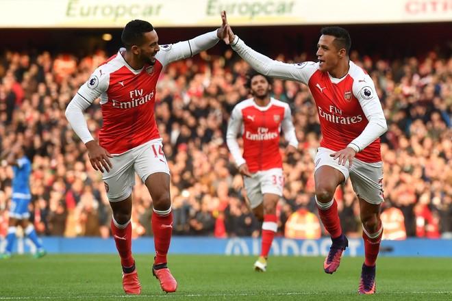 Arsenali i rikthehet fitoreve në derbin e Londrës