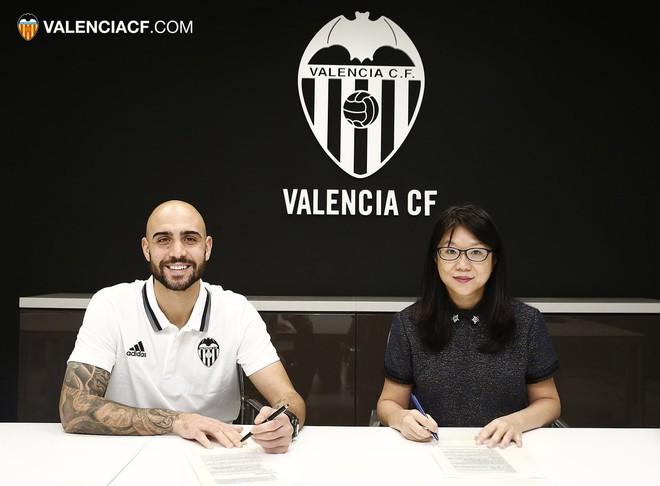 Valencia përforcohet me Simone Zazan