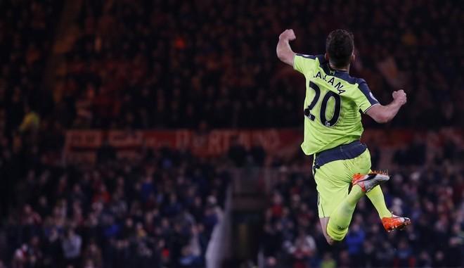 3 gola për 3 pikë nga Liverpooli