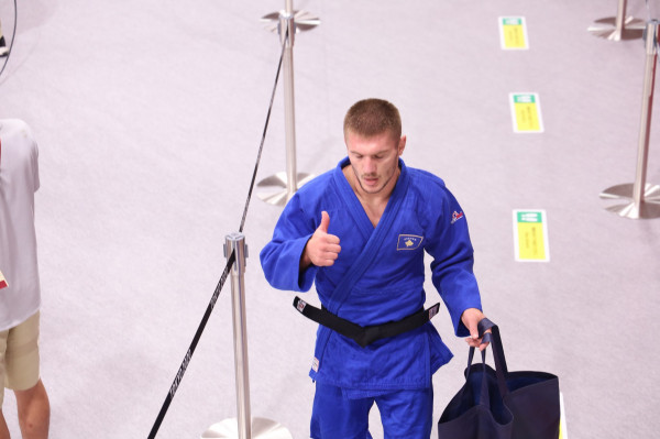 Akil Gjakova mposhtet, e mbyllë pa medalje