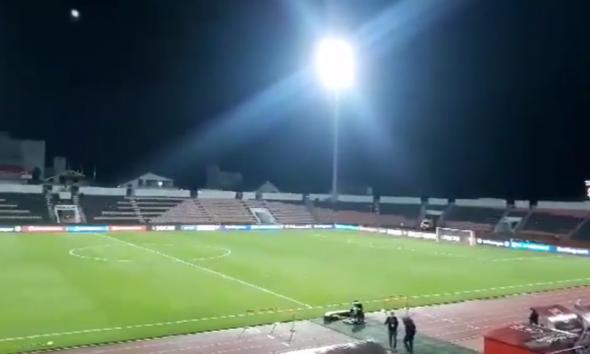 """Elbasan Arena, e """"zbrazët"""" 30min para fillimit të ndeshjes"""