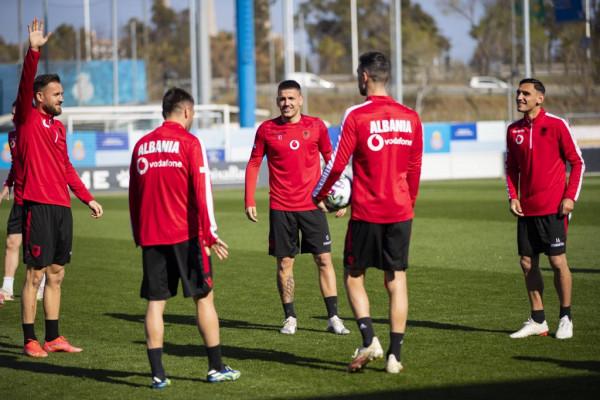 Shqipëria e kompletuar, zhvillon stërvitjen e fundit në Barcelonë