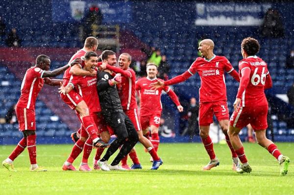 Portieri Alisson shënon, Liverpooli fiton