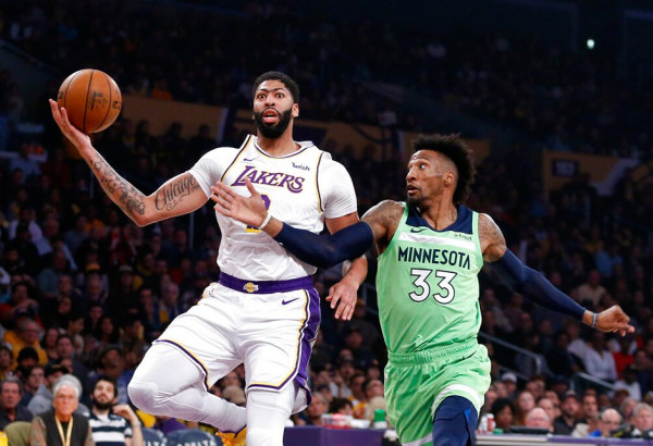 Davis me 50 pikë, Lakers me fitore