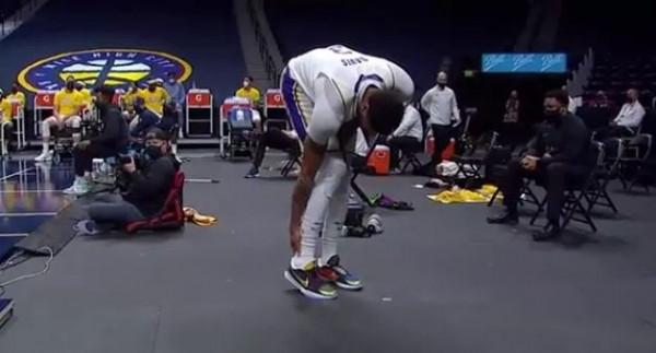 Lëndohet Davis, telashe për Lakers
