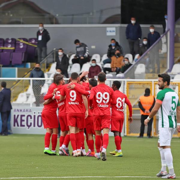 Arb Manaj me dy gola, skuadra e tij kualifikohet