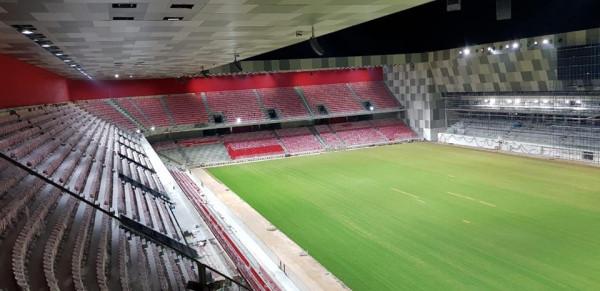 Testohet ndriçimi, pamje madhështore nga Arena Kombëtare