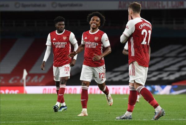 Arsenal bën detyrën, mbetet në lojë për një vend në Evropë