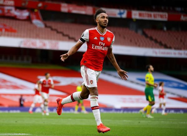 Xhaka mes golashënuesve, Arsenali bindshëm ndaj Norwichit