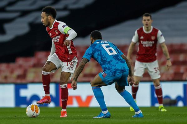 Arsenali pëson, por kualifikohet