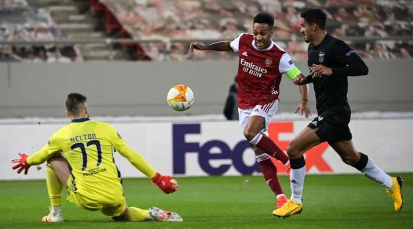 Dyshja Auba & Saka kualifikojnë Arsenalin