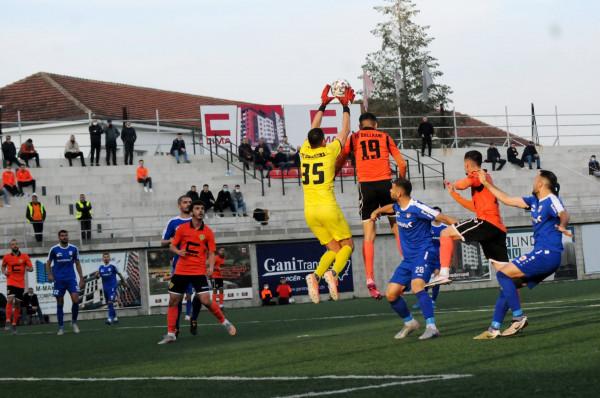 Autogoli vendos për fitoren e Prishtinës në derbi, lufta për titull mbetet mes 3 ekipeve