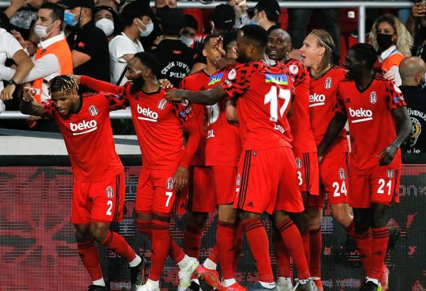 Kampioni i Turqisë fiton edhe Kupën
