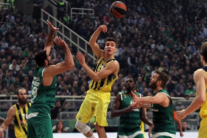 Fenerbahçe me një këmbë në Final Four