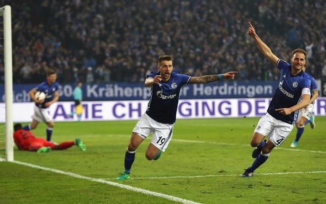 Ajax ngrin Schalken