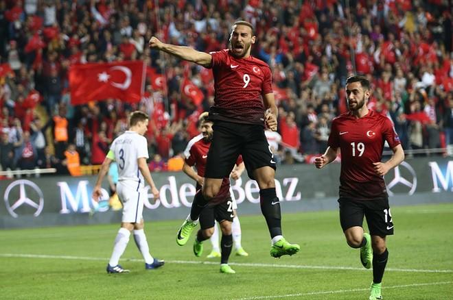 Turqia fiton me Cenk Tosunin