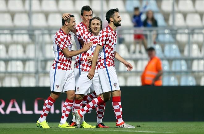 Kroacia fiton 10-0