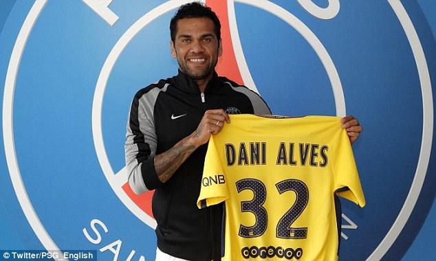 PSG zyrtarizon Alvesin