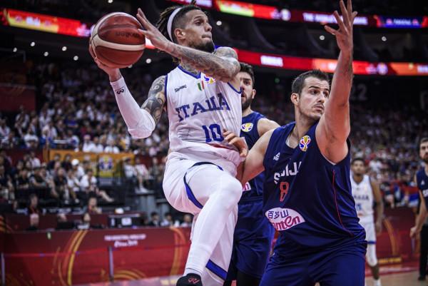 Italia mposhtet, por kualifikohet
