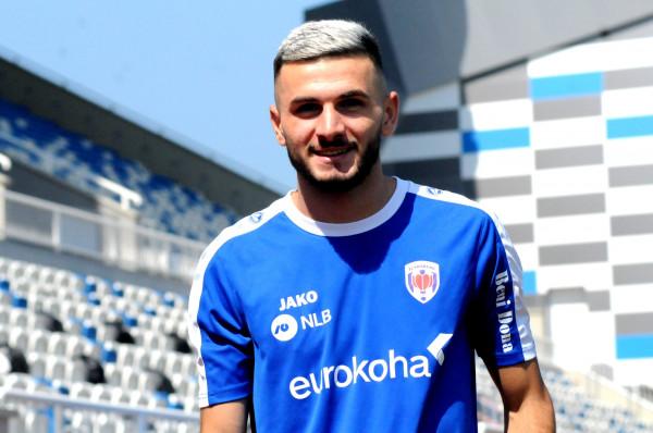 Lumbardh Dellova prej Hajdukut te Prishtina