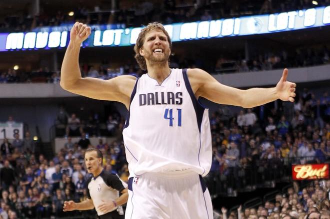 Dirk Nowitzki vazhdon me Dallasin